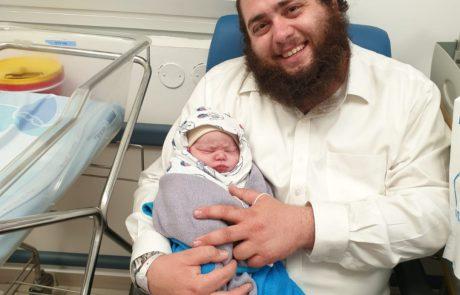 תינוק חדש בברכיה